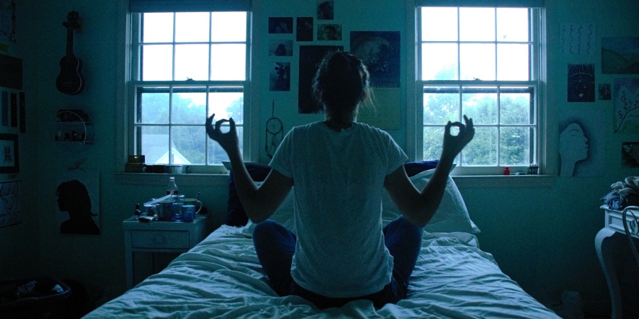 21 Simple Benefits Of Morning Meditation (And How To Add It To Your Routine)