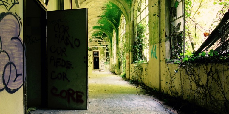 12 Urban Explorers Share The Most Eff-ed Up And Weird Things They've Seen In Abandoned Buildings