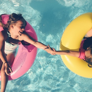 9 Sentences That Define Exactly What It Means To Be An Older Sibling