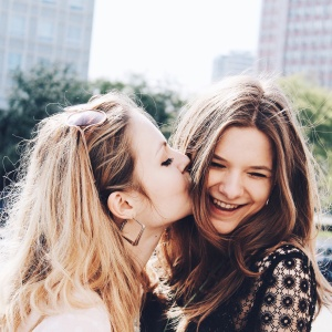 17 Reasons Why Every Girl Needs A Strong, 'Tell It Like It Is' BFF