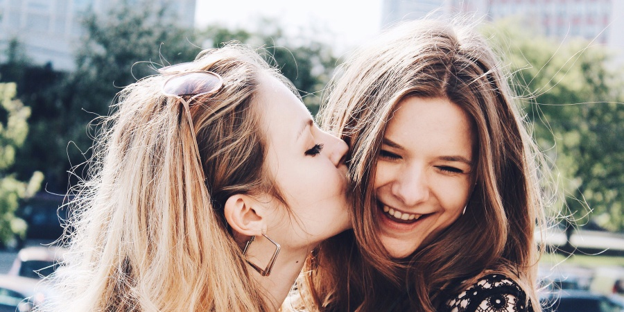 17 Reasons Why Every Girl Needs A Strong, 'Tell It Like It Is'BFF