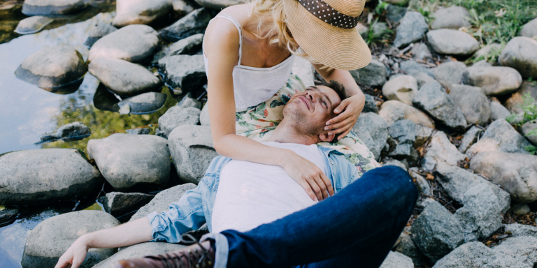 11 Ways Your Partner Is Subtly Saying 'I Love You', If Their Love Language Is 'Acts OfService'