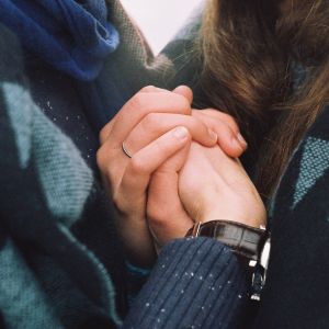 11 Ways Your Partner Is Subtly Saying 'I Love You', If Their Love Language Is 'Receiving Gifts'