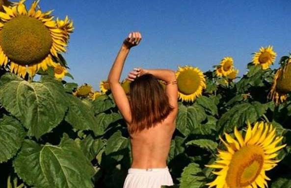 44 Incredibly Sexy Photos Of Topless Women Frolicking In Nature