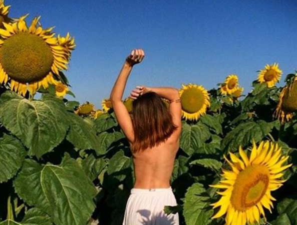44 Incredibly Sexy Photos Of Topless Women Frolicking InNature