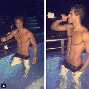 44 Photos Of Hot Guys Drinking Wine That Will Make You Want Sex Immediately