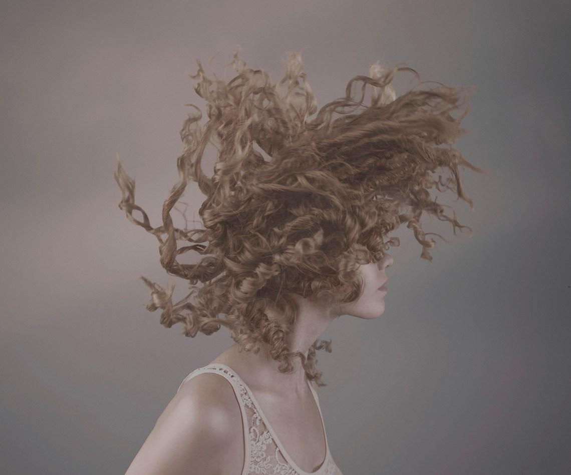 istockphoto.com / Vizerskaya www.istockphoto.com/photo/dynamic-curly-hair-gm187386200-...