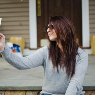 Here's Exactly Why Your Photos Are Making Hot Chicks Everywhere Swipe Left
