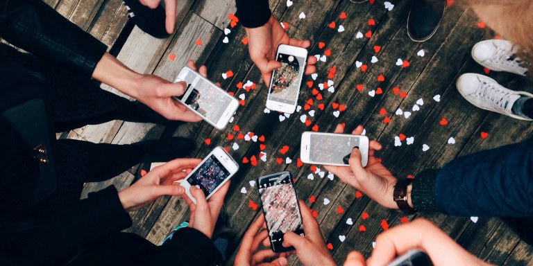 21 Signs Social Media Is Slowly (But Surely) Ruining YourLife