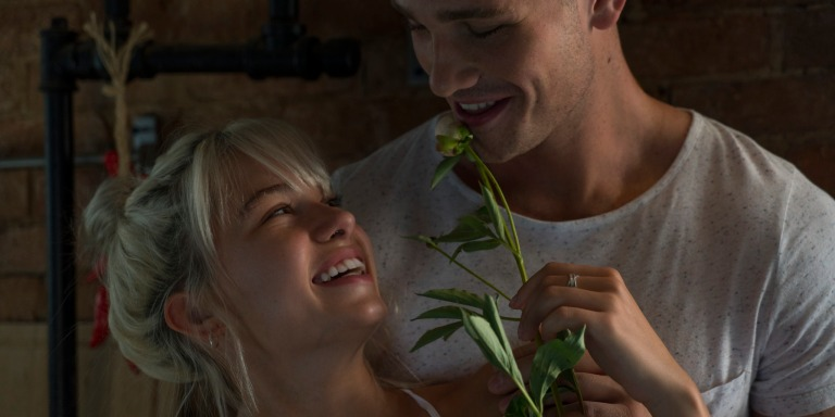 28 Signs He's Micro-Flirting (And You're Not Even SeeingIt!)