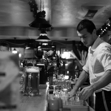 4 Important Life Lessons I Learned From Dating A Bartender