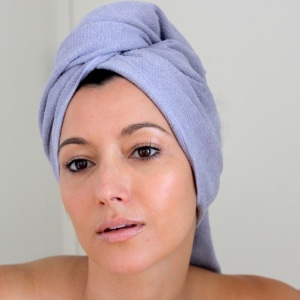 Experiencing Hair Loss As A Young Woman: 5 Solutions That Work