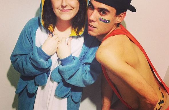 16 Things That Happen When Your Best Friend Is Like, Really ReallyHot