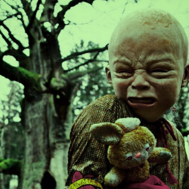 25 Deliciously Disturbing Photos From One Of Instagram's Creepiest Accounts