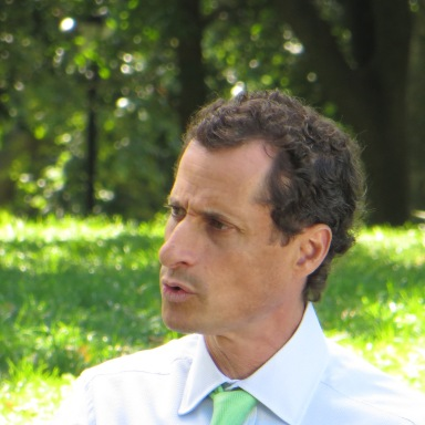 Anthony Weiner Is Still Sending Sexts (Even When His Son Is With Him)