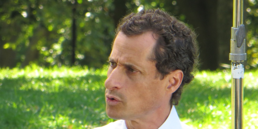 Anthony Weiner Is Still Sending Sexts (Even When His Son Is WithHim)