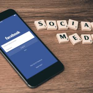 5 Ways Social Media Slowly Ruins Your Life