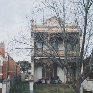 25 Instagram Photos Of Gorgeous, OBVIOUSLY Haunted Houses