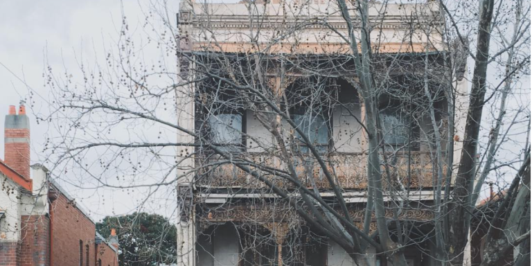 25 Instagram Photos Of Gorgeous, OBVIOUSLY HauntedHouses