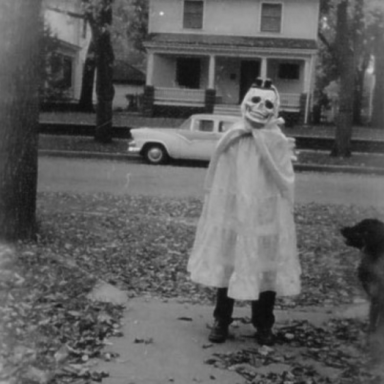 12 Vintage Halloween Pics That Prove Things Were Way Scarier In Our Parent's Generation