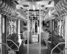 1979-subway-no-passengers