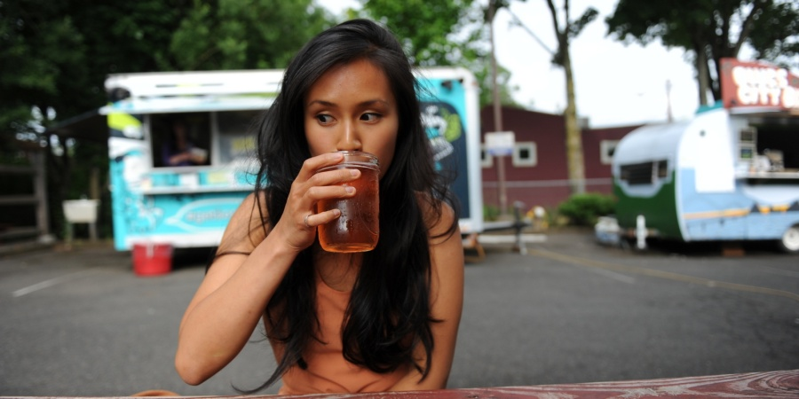 6 Ways You're Ruining Your Single Years Without Even RealizingIt