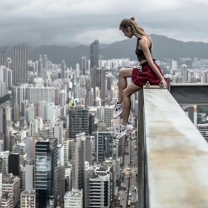38 Amazing Photos Of A Woman On The Edge (Literally!) That Put Your Selfie Skills To Shame
