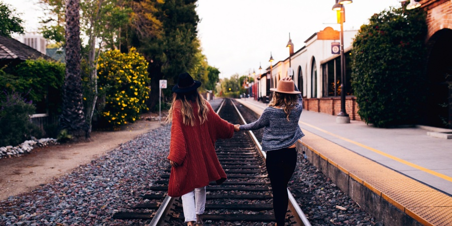 6 Tips For Maintaining A Long Distance Friendship