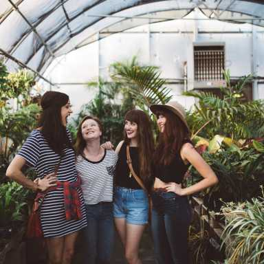 Here's What Will Unavoidably Happen When You Reunite With Your Best Friends from College
