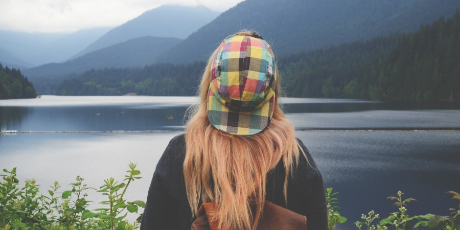 I'm The 'Perpetually Single Girl' — And Honestly, It Kind OfSucks