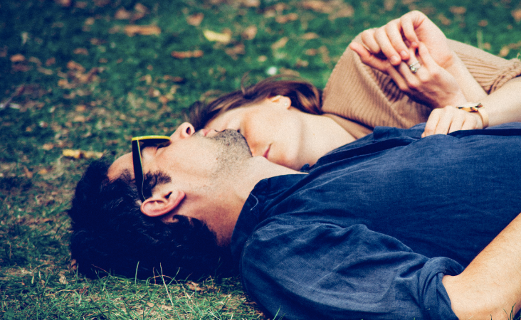 16 Everyday Ways He Shows You He Actually Loves You (That You're NotNoticing)