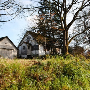 There's Something Haunting Our Childhood Home In Washington, And I'm Going To Get To The Bottom Of It