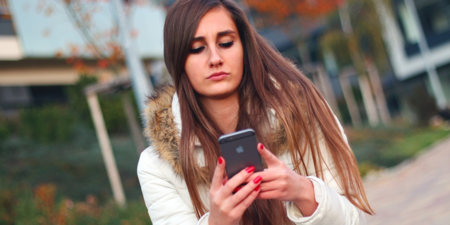12 Thoughts That Go Through My Mind When I Use Tinder