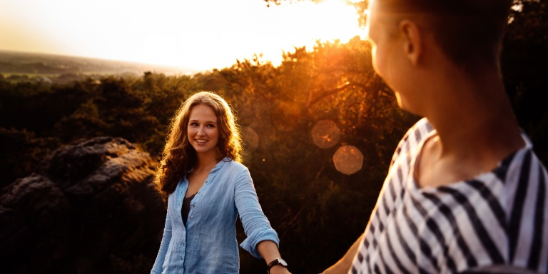 10Ways A Guarded Woman Shows You That She LikesYou