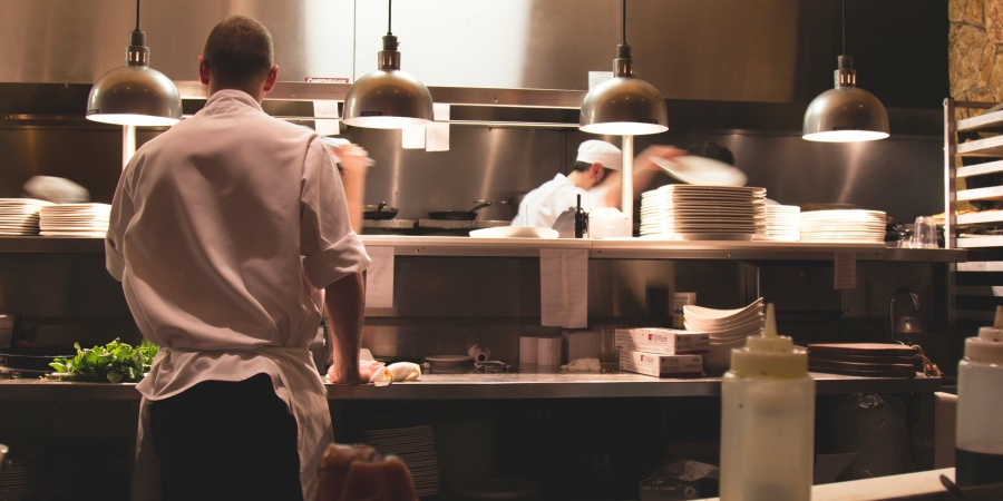 6 Reasons Why The Best Job You'll Have In Your 20s Is At A Restaurant