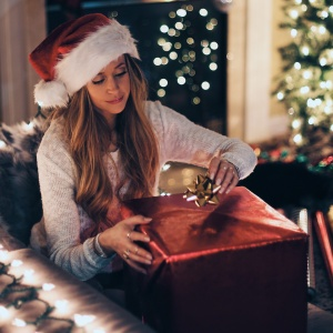 Here's How To Pick The Perfect Holiday Gift For Someone, Based On Their Love Language