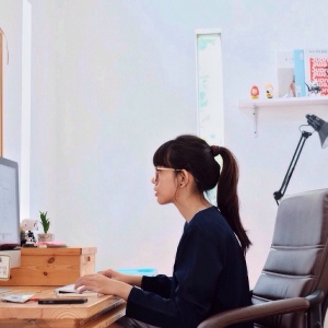 How Sitting All Day Is Hurting You (And What You Can Do To Reverse The Damage)