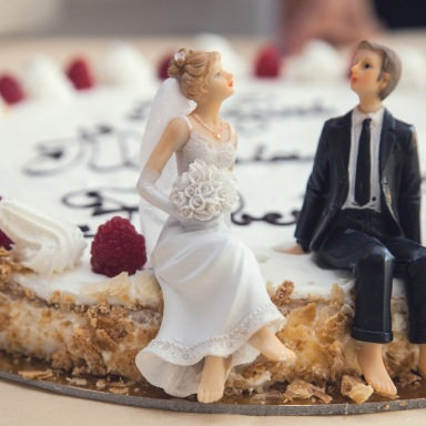 I Know It Sounds Psycho, But I Swear The Wedding Cake Toppers Came To Life
