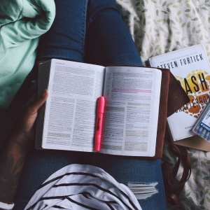 8 Simple Ways To Not Let Spring Semester Ruin You