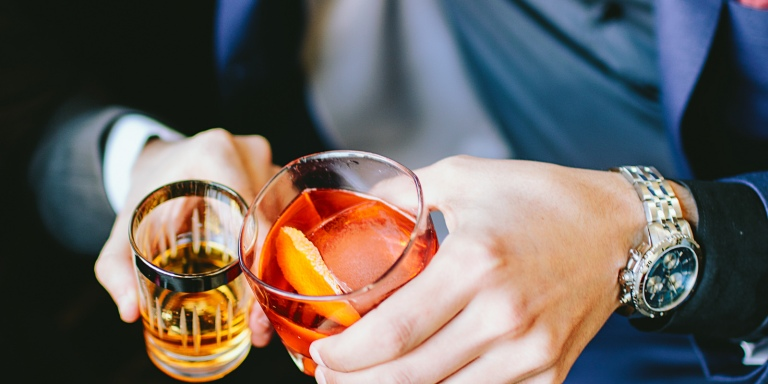 5 Warning Signs That You Have A Drinking Problem Or An Unhealthy Relationship With Alcohol