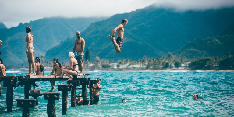 5 Reasons You Should Travel With Your Group Of SingleFriends