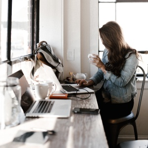 7 Reasons To Pick Up A Side Hustle (Even If You Think You're Too Busy)