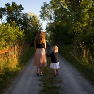 I Lost My Mother, But I'm Finding Comfort In All The Signs That She's Never Truly Left Me