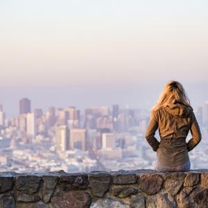 How To Settle Into Moving To A New City When You're All Alone