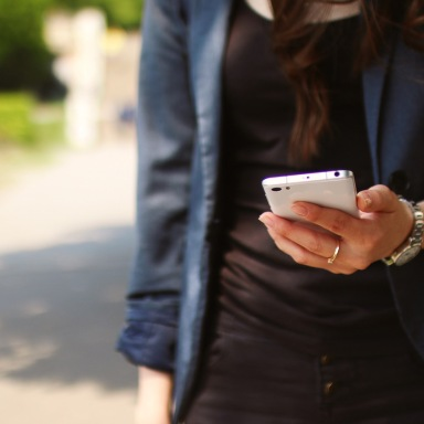 These Are The Best First Messages To Send Over Dating Apps