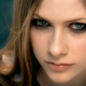 There's A Conspiracy Theory That Avril Lavigne Was Replaced By A Clone And People On Twitter Are Freaking Out