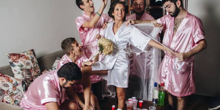 This Woman Couldn't Find Bridesmaids For Her Wedding Photos, So She Had Her Guy Friends Pose With HerInstead