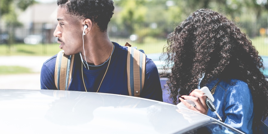 5 Major Signs Your Boyfriend IsInsecure