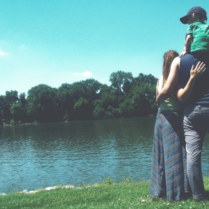 4 Simple Ways Parents Can Balance 'Family Time' and 'Couple's Time'