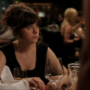 75 Thoughts A Single Chick Has While Sitting Alone At A Bar